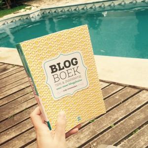 Wat doet een mens aan het zwembad in Merida, Mexico? Het Blogboek van @lilithu lezen natuurlijk! #blog #blogger #reisblog #reismicrobe #travel #travelbug #travelblog #travelblogger #blogboek