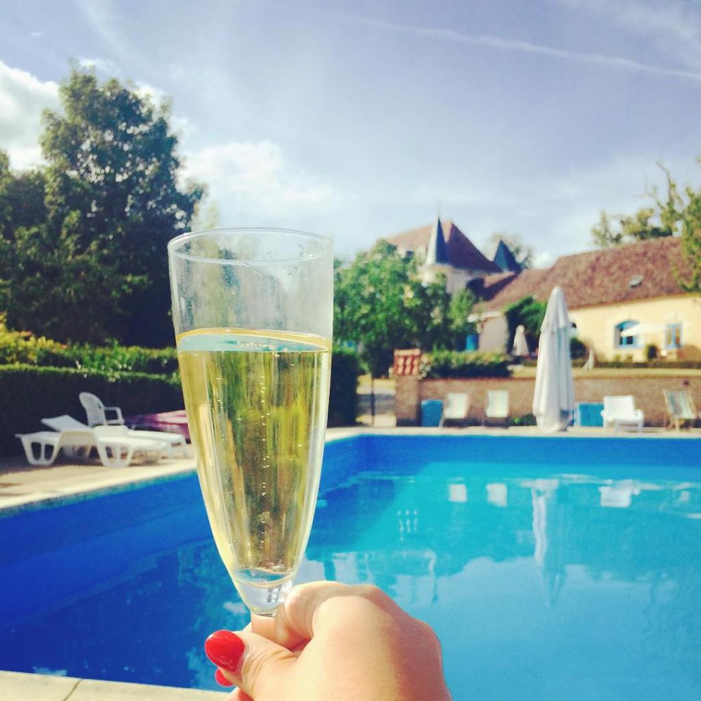 I NEED THIS. Now please #ladoucefrance #chateaudecorail #dordogne #travel #traveling #travelista #travelgirl #travelgram #frenchcastle #wanderlust #champagne #toasttothegoodlife